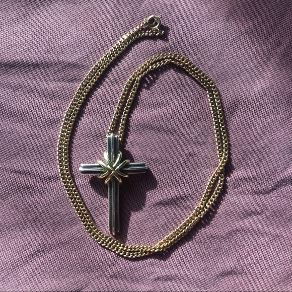 💖Beautiful Tiffany and Co. cross necklace